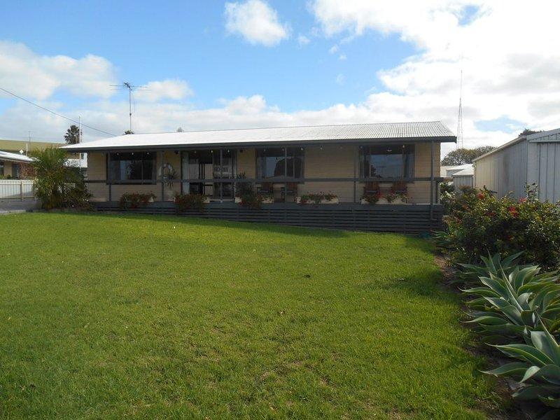 Roshy's Retreat - Point Turton, holiday rental in Minlaton