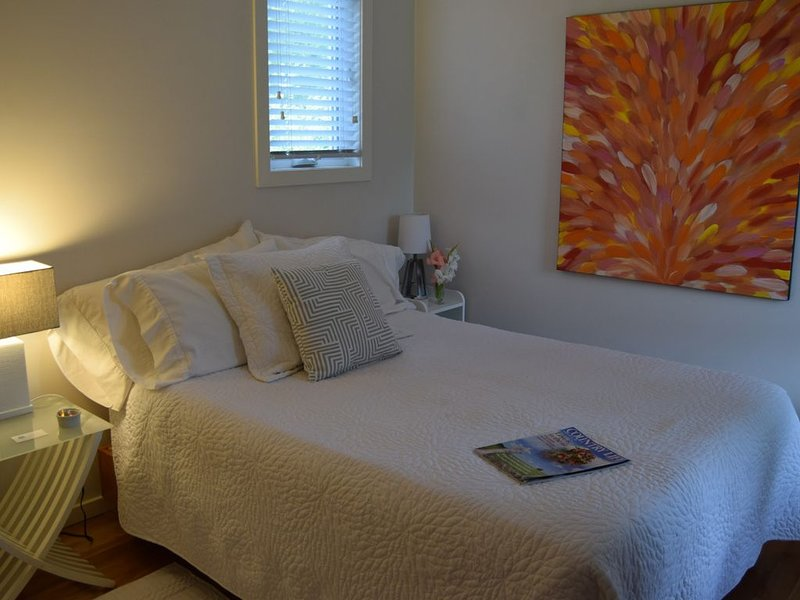 Traditional BnB with Breakfast ! - Room #2 with double bed, vacation rental in Vancouver Island