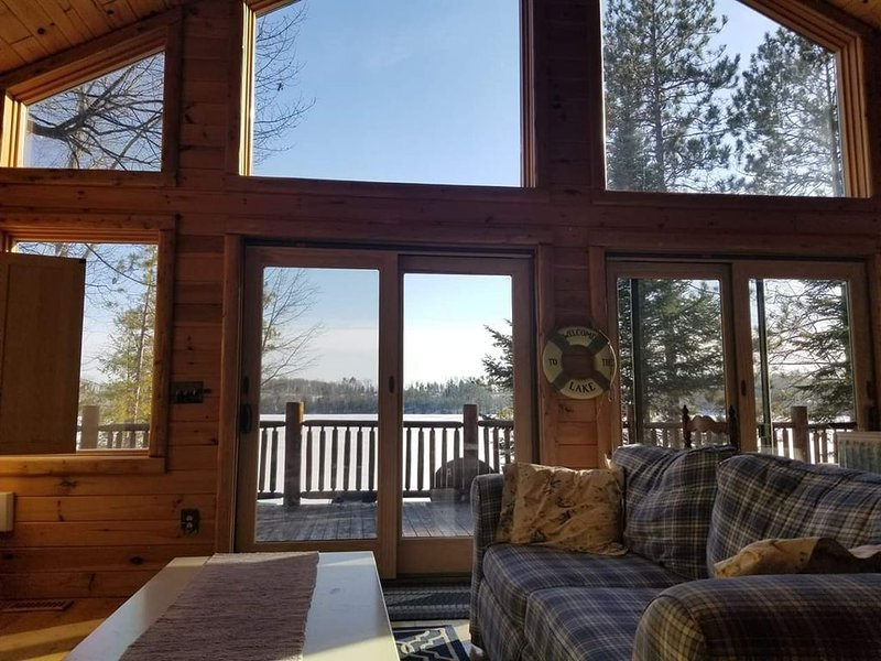 LOST LAKE CHALET (Hawks, MI): Open year-round, snowmobile trails nearby!, holiday rental in Hillman