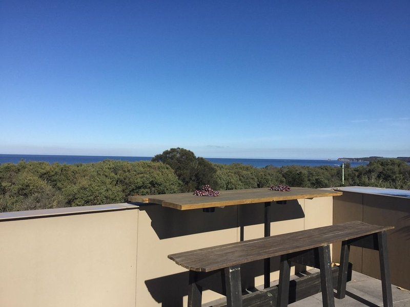 Beautiful, modern home with excellent views of the ocean and inlet, holiday rental in Inverloch