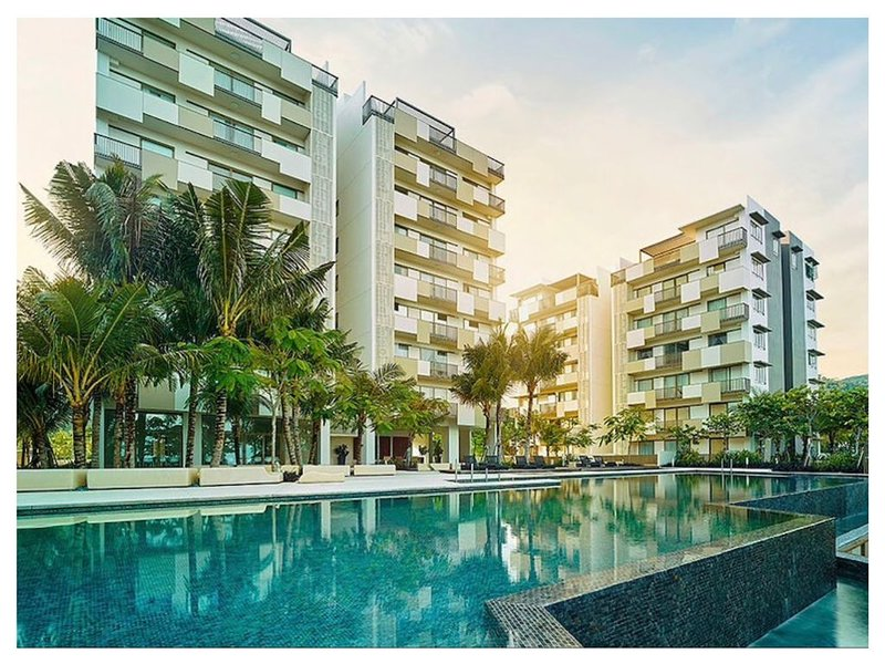 Beach front 2 Bedroom Apartment with Seaview, Ferienwohnung in Teluk Bahang
