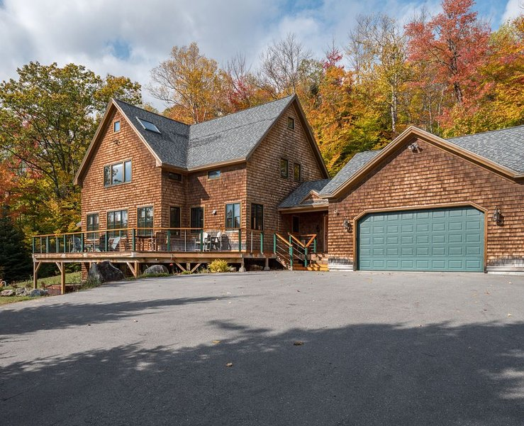 Secluded and Elegant - Mountain Retreat with peaceful Sunday River Road Setting, vacation rental in Newry