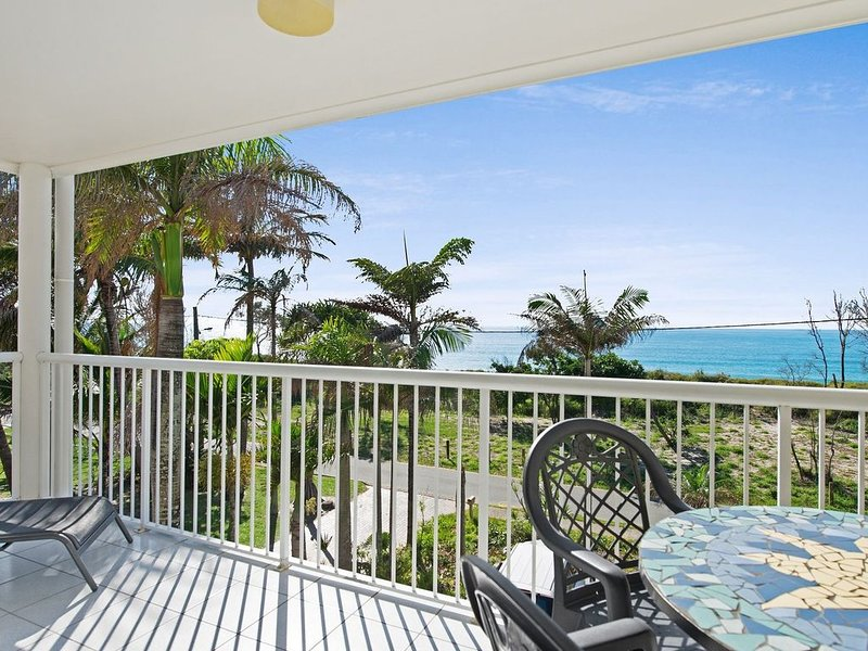 Views of Moreton Island from balcony at Beachside Haven Rickman Pde, Woorim, alquiler de vacaciones en Woorim