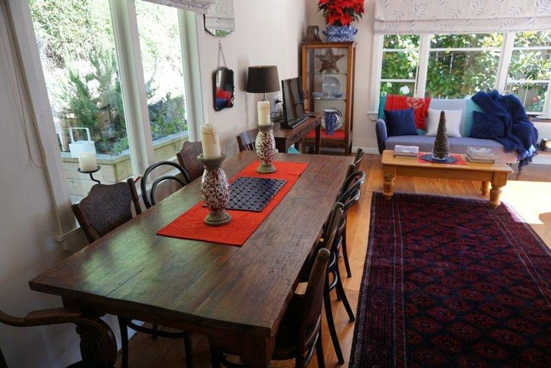 salle à manger et salon ouvert