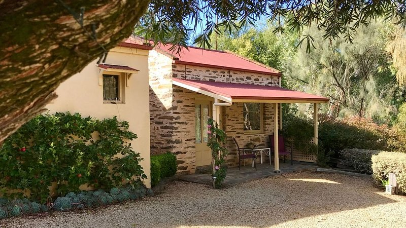 Ideal location to explore historic Strathalbyn, Wineries, good food and scenery, holiday rental in Strathalbyn
