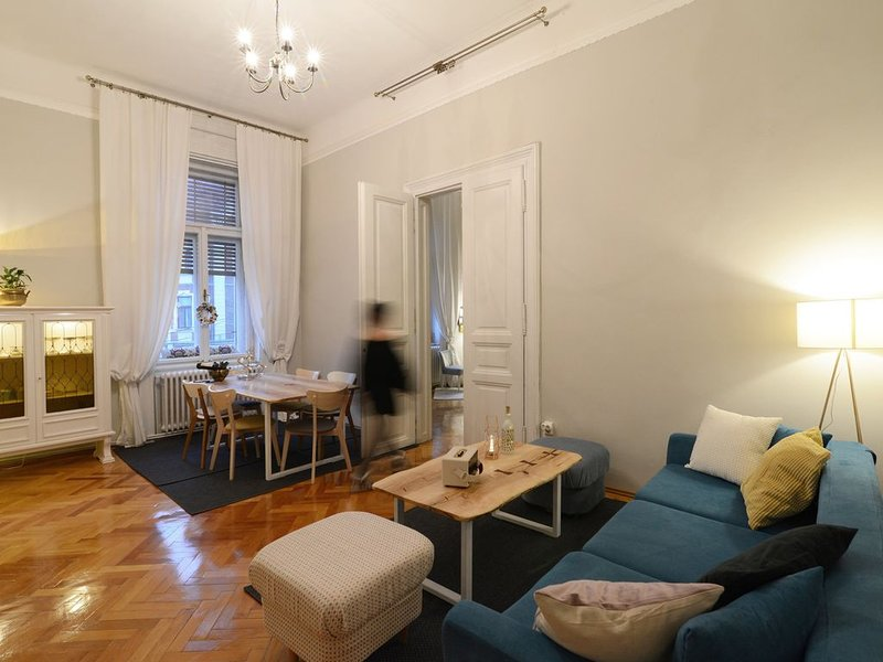 ★ No.8: Lovely & Cosy ★ 3-room | Heart of the City, location de vacances à Timisoara