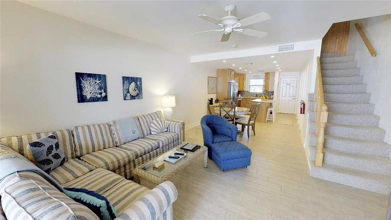 2 Bedroom Town House - Ground Floor access Oceanfront, holiday rental in Camana Bay