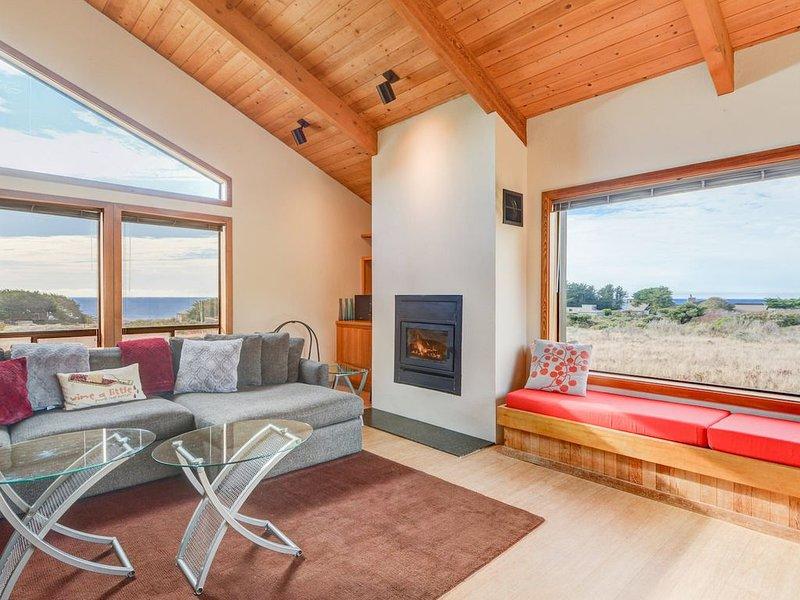 Pacific FantaSea House with Ocean View, Full Kitchen, Loft, casa vacanza a The Sea Ranch