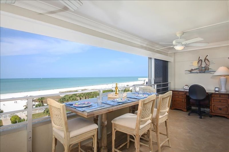 Beach View 2 bedroom 404, casa vacanza a Gulf Gate Estates