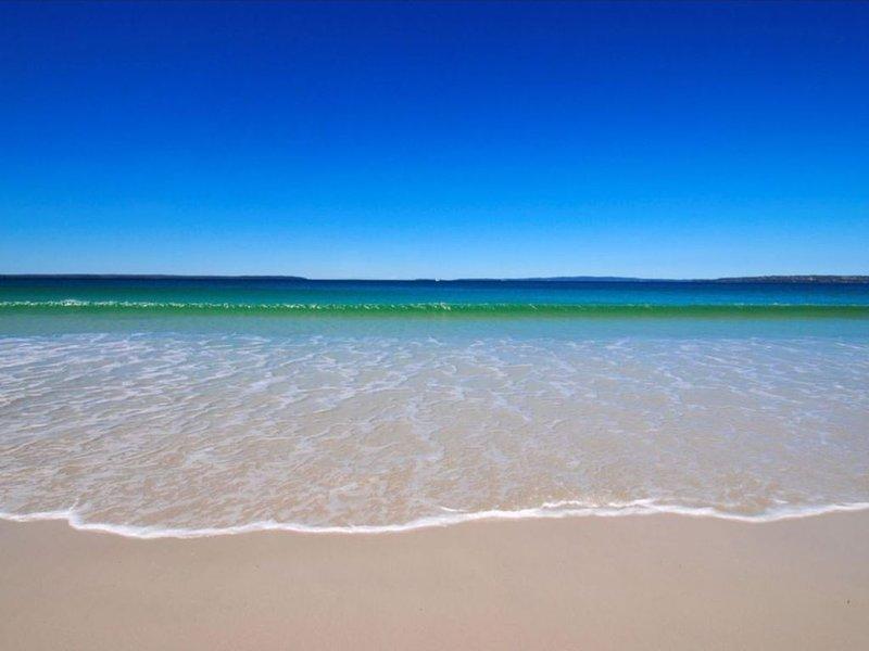Pina Callala - ABSOLUTE BEACHFRONT at Callala Beach, holiday rental in Callala Beach