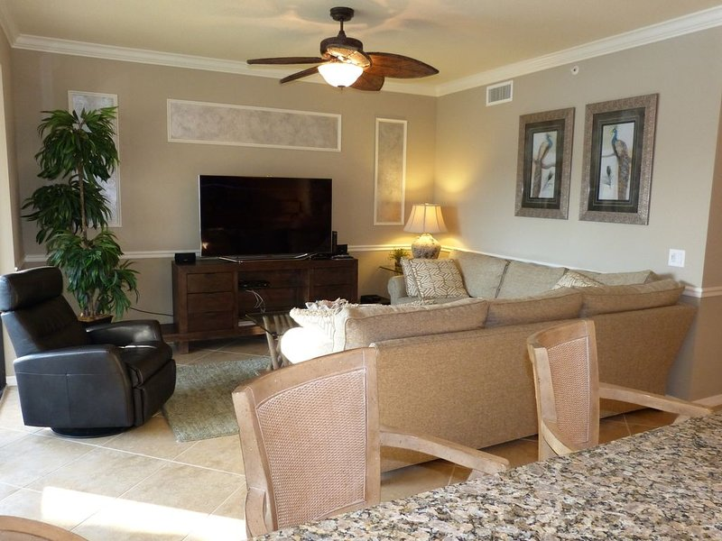 TPC Bundled Golf - High End Condo With Lake View, holiday rental in Keewaydin Island
