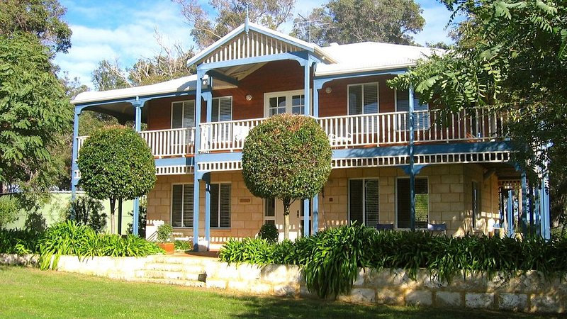 MILLHAVEN - superb  home in great location with ocean views. WIFI, location de vacances à Busselton