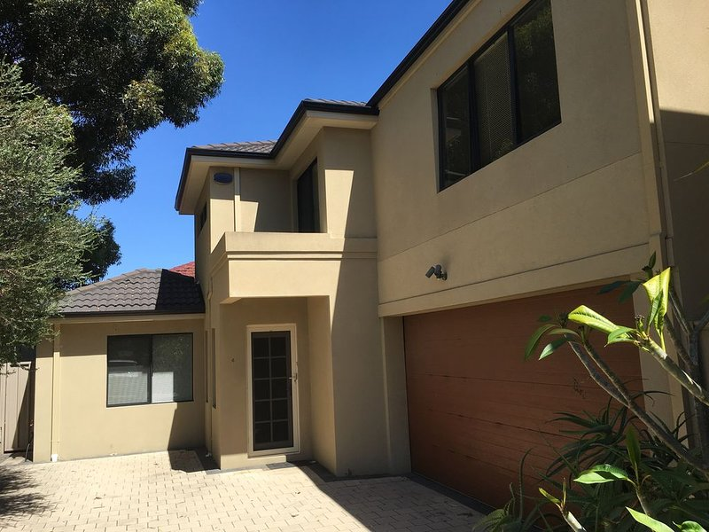 Rivervale Modern Townhouse 4x3, holiday rental in East Victoria Park