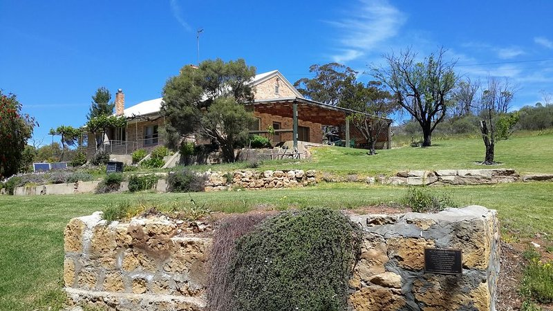Lowbank Riverfront Getaway overlooking the stunning Murray River, holiday rental in Kingston on Murray