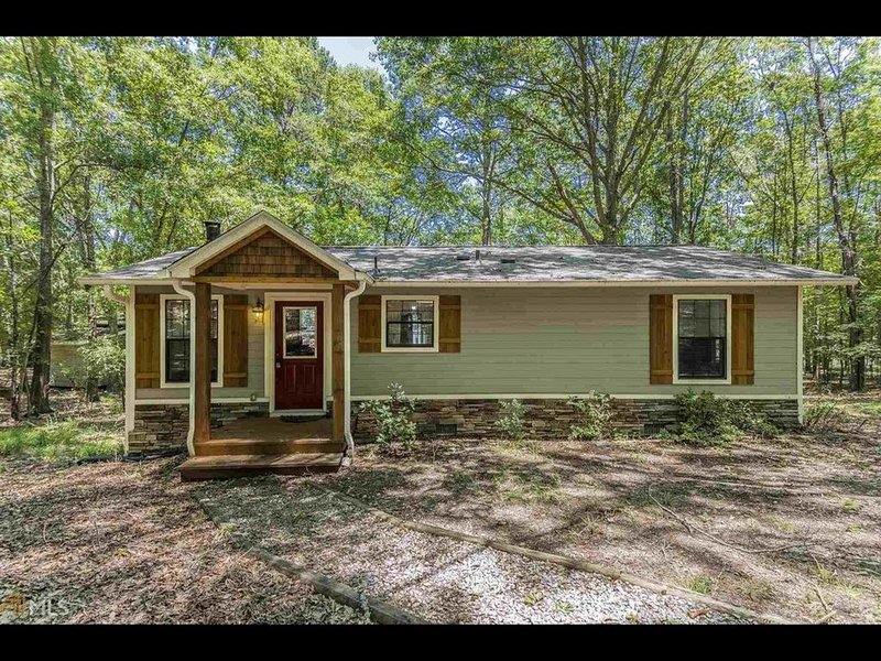 Private Lakefront Oconee Cottage! Great View! A peaceful retreat in the woods, aluguéis de temporada em Eatonton