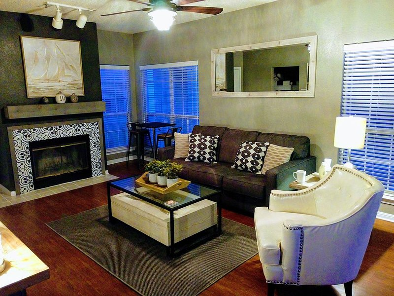 Villa 3210 - Spacious & Fully Remodeled 1 Bedroom - 2 Full Baths w/ New Furnishi, location de vacances à Lago Vista