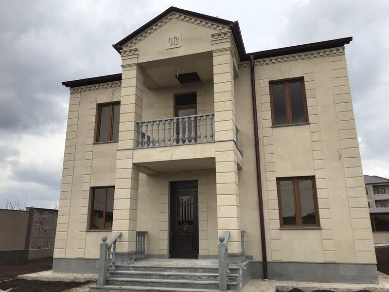 Home in Abovyan city, location de vacances à Tsakhkadzor