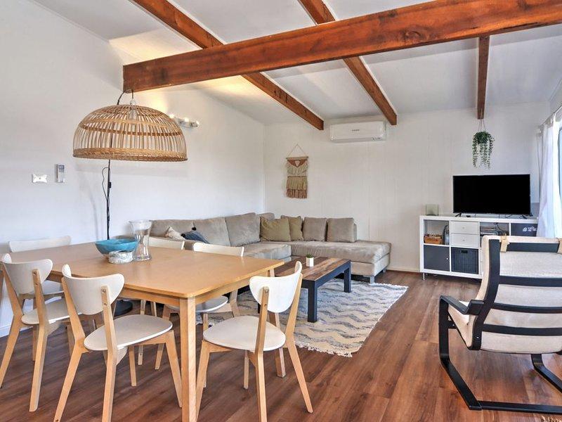 Mias Beach House - approx 120 metres to Callala Beach, holiday rental in Callala Beach