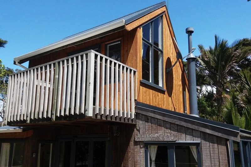 ~ Whare Nikau ~ Little Bay, holiday rental in Port Charles