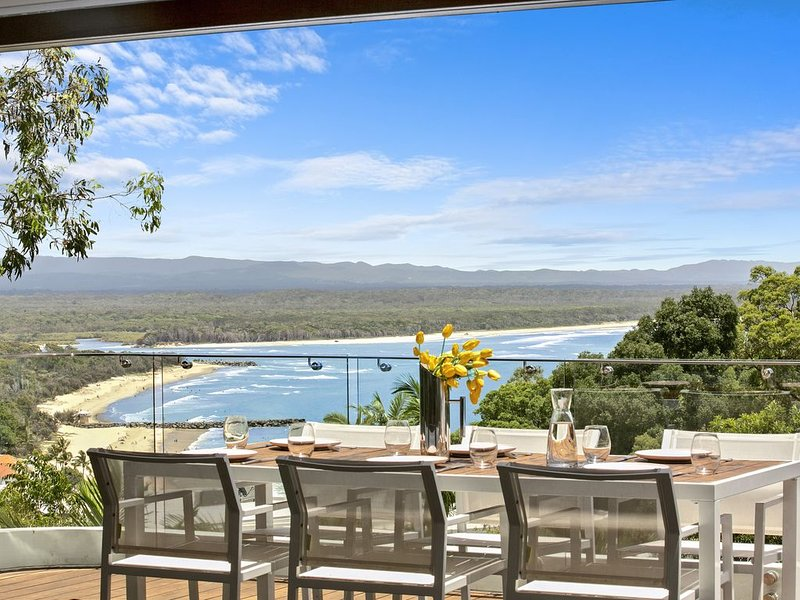 Luxury on the Hill, Noosa Heads, holiday rental in Noosa Heads
