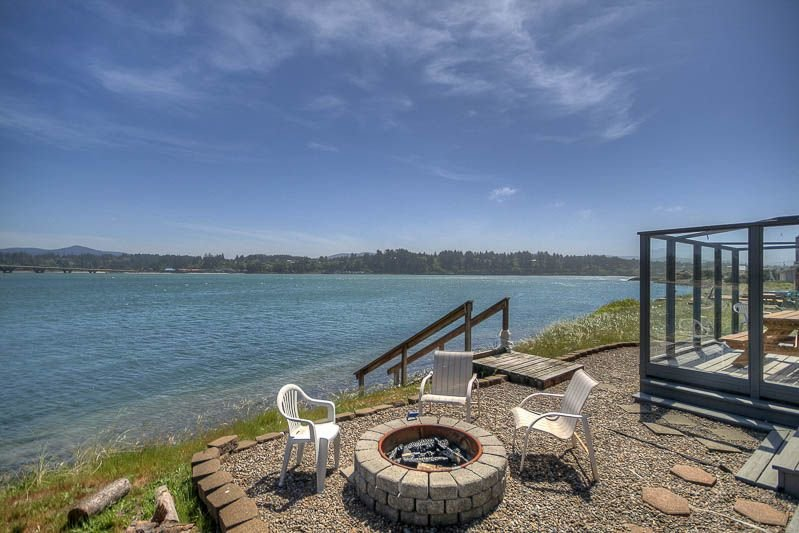 Sunny Single-Level Has Gorgeous Bridge and Bay Views in Waldport's Bayshore, wit, vacation rental in Waldport