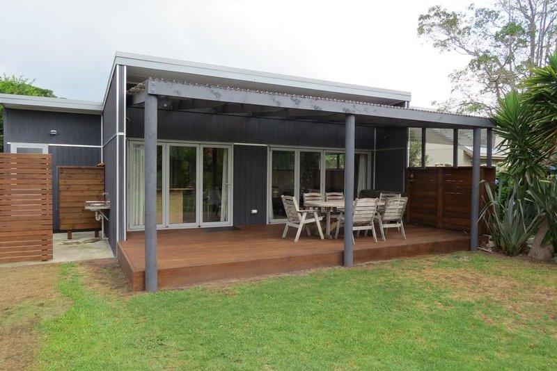 Modern Kiwi Bach, OTP Bach, holiday rental in Whangarei