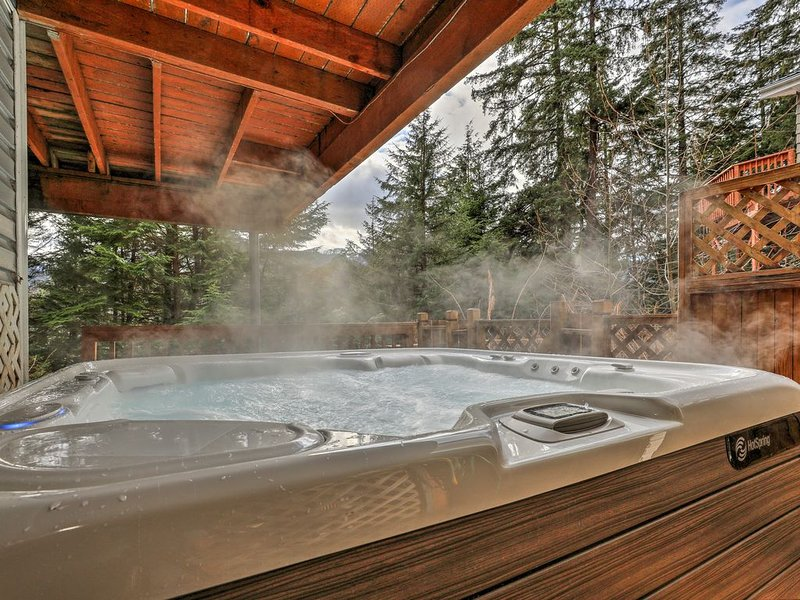 Juneau Hideaway *Sanitized Cleaning* | 5 min to downtown |Hot tub| Fishing | hik, casa vacanza a Douglas