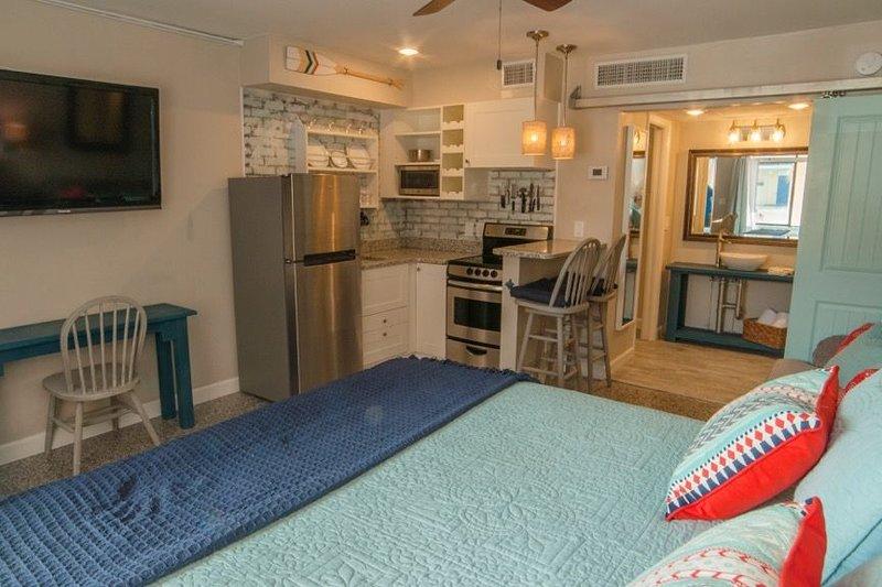 Redington Surf Resort 01 Studio, vacation rental in North Redington Beach