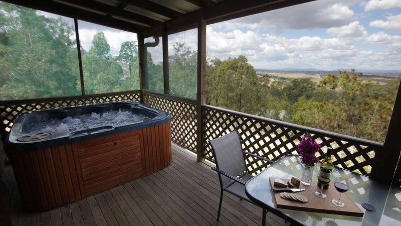Cedar Cottage  - Amazing views, private jacuzzi, holiday rental in Morpeth