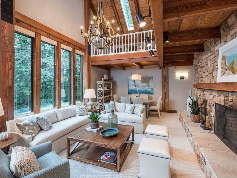 Secluded & newly remodeled luxurious home w/ forest view dining- Forest Getaway – semesterbostad i The Sea Ranch