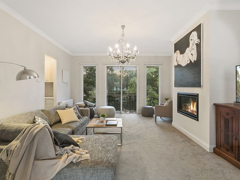 Lakes Edge - Absolute Luxury on Lake Daylesford for up to 12 guests, alquiler de vacaciones en Eganstown