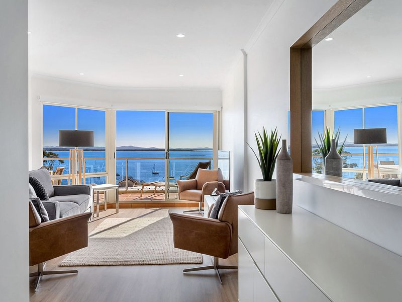 Stunning Shoal Bay Apartment - Panoramic Views and Unlimited Wifi, holiday rental in Port Stephens