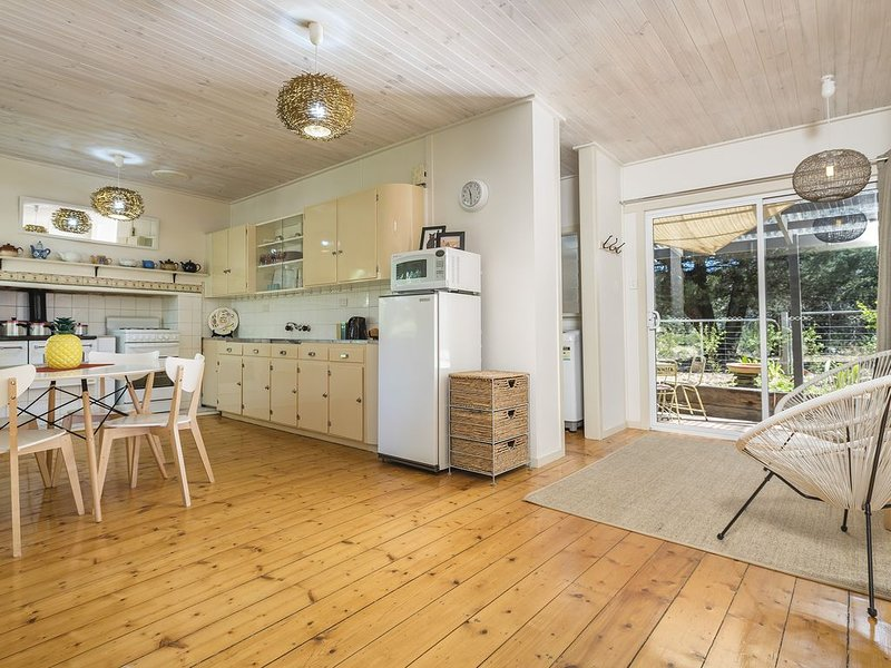 ' Twin Palms 2' - Castlemaine, vacation rental in Harcourt
