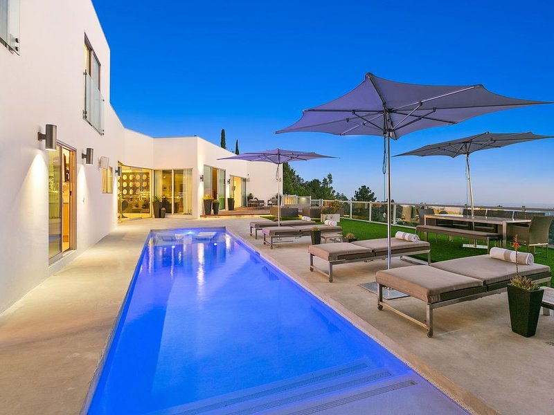The Perfect Beverly Hills Private View Estate, holiday rental in Beverly Hills