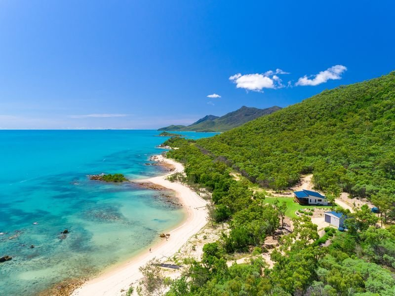 'Cape Gloucester Retreat', beachfront seclusion!, holiday rental in Bowen