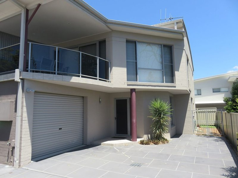 REFLECTIONS UNIT 2 - THREE BEDROOM AIRCONDITIONING, holiday rental in South West Rocks