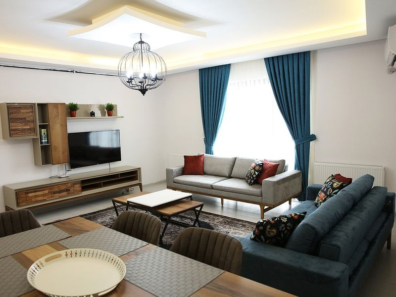 Brand New 2-story DuPlex 3 bed 2 bath, 2 large balcony with views, vacation rental in Osmangazi