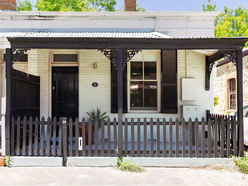 Historisk stuga i Adelaide City med en arkitektonisk designad renovering.
