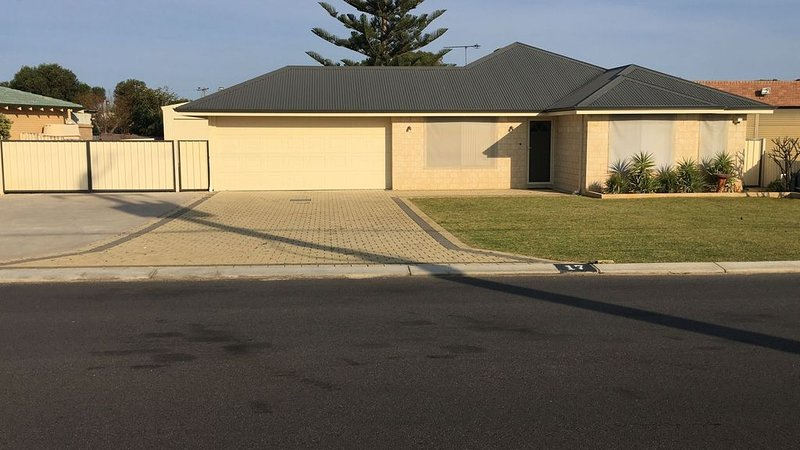 Home * Jurien Bay - comfortable, clean and central, vacation rental in Jurien Bay