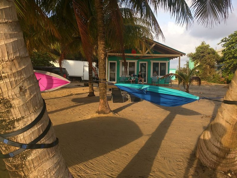 Cobia Beach Cottage. Caribbean beach front, vacation rental in Tobacco Caye