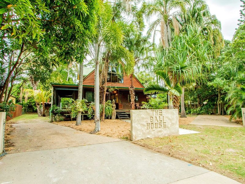 BALI HOUSE - Agnes Water, QLD, holiday rental in Deepwater