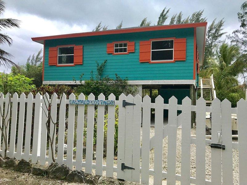 Calypso Cottage - 3 min walk to beach - sleeps 4, alquiler de vacaciones en Isla de Gran Ábaco