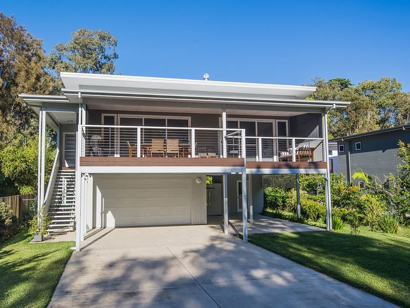 'Allawah' hosted by North Coast Lifestyle Properties, holiday rental in The Pocket