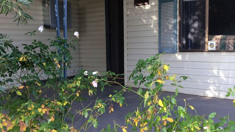 Rose Cottage -  Pet and Family Friendly Accommodation, vacation rental in Dubbo