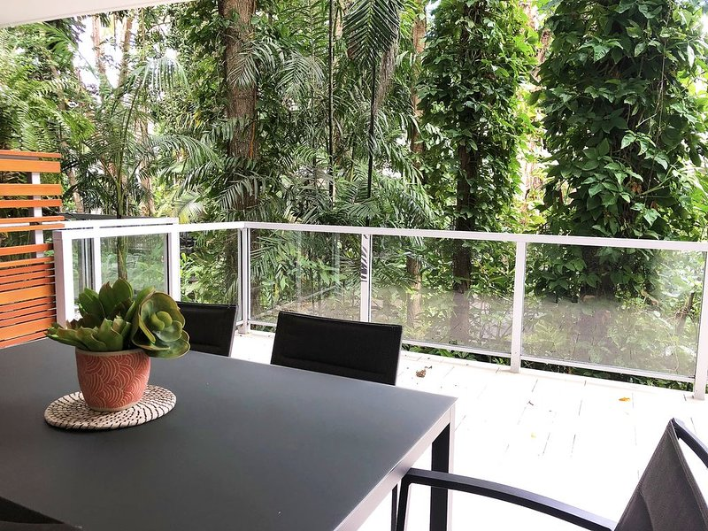 The Drift Holiday Apartments RainForest View Apartments, holiday rental in Clifton Beach