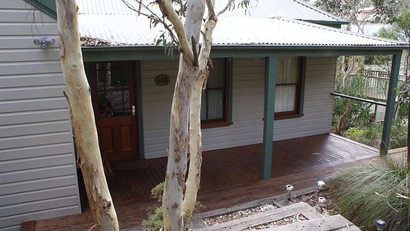 Cosy mountain retreat - Bush Views + Free WiFi, aluguéis de temporada em Mount Victoria