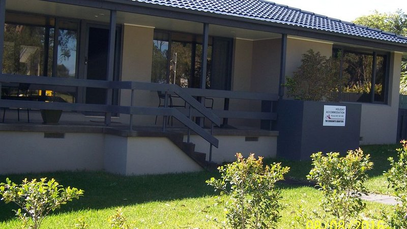 The Sergeants Quarters - 4 Bedrooms , Opposite lake , Walk to all amenities, alquiler de vacaciones en Lake Macquarie