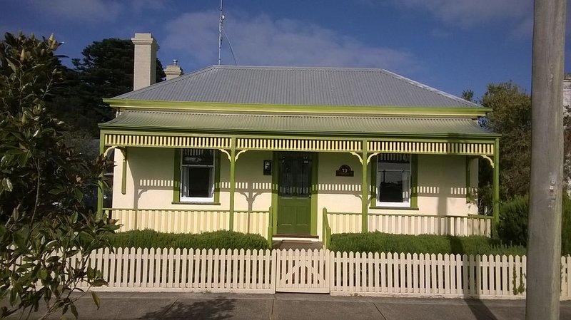 The Gatehouse - historic cottage - pet friendly, location de vacances à Port Fairy