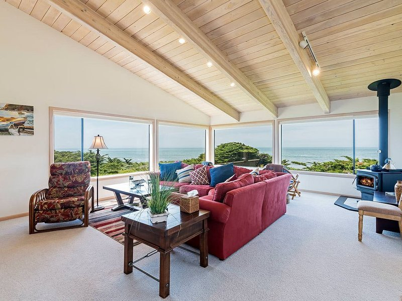 Paradise on the bluffs, private home w/ ocean views and patio seating, alquiler de vacaciones en Anchor Bay
