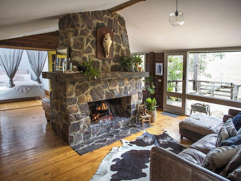 Chum Creek Hut - Luxury Country Cottage on beautiful horse property. – semesterbostad i Narbethong